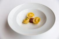 tortellini_di_parmigiano_liquido_carne_cruda_battuta_al_coltello_e_salsa_di_pomodoro_e_basilico.jpg
