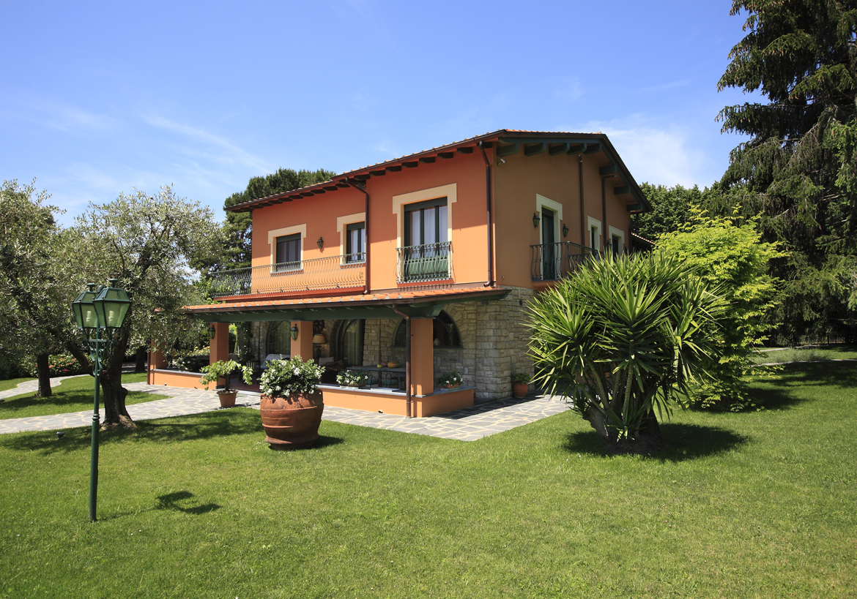 """Villa """"ORTENSIA""""  Pietrasanta (LU) - Italia - Villa ORTENSIA  Pietrasanta (LU) - Italia"""